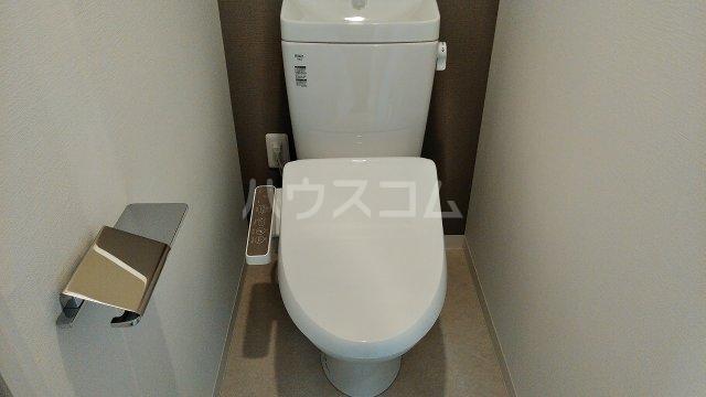 アジールコート新高円寺 402号室のトイレ