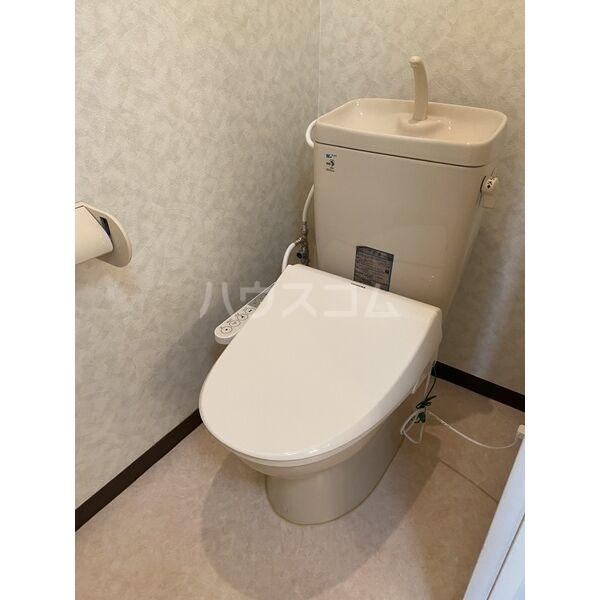 シャルムパレ 202号室のトイレ