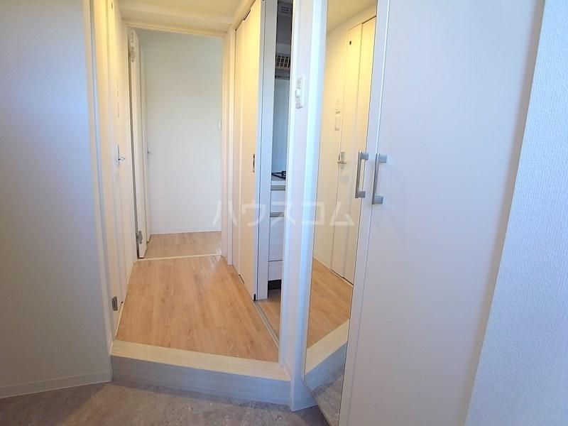 クロリス 303号室の玄関