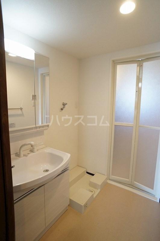クロリス 303号室の洗面所
