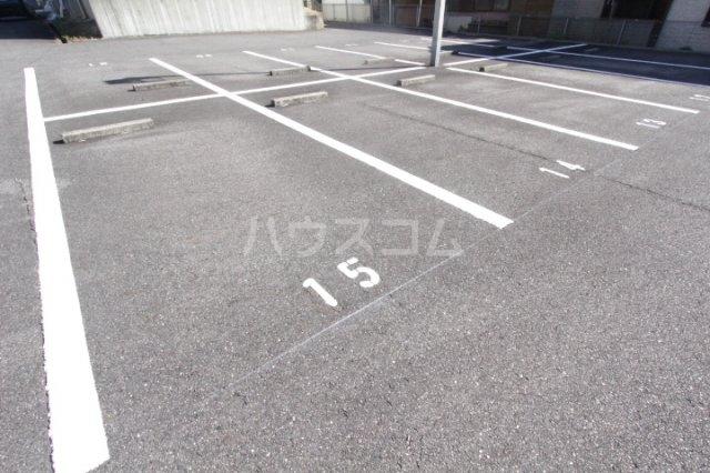 グランドールマンション 206号室の駐車場