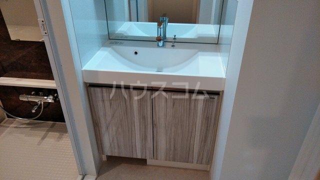 アジールコート新高円寺 601号室の洗面所