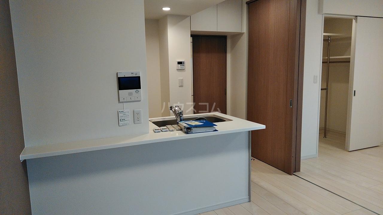 アジールコート新高円寺 607号室のリビング