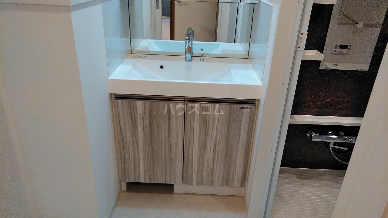 アジールコート新高円寺 607号室の洗面所