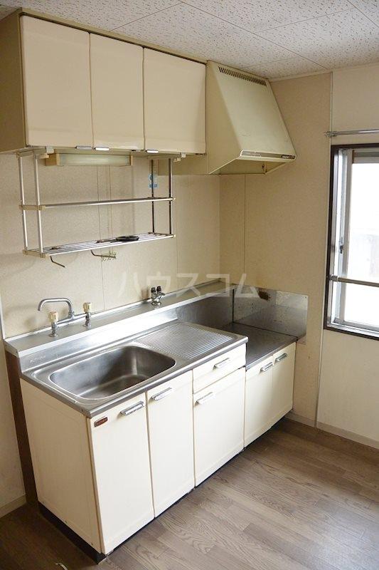 ハウスパーシモン 201号室のキッチン