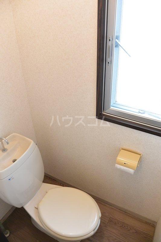 ハウスパーシモン 201号室のトイレ