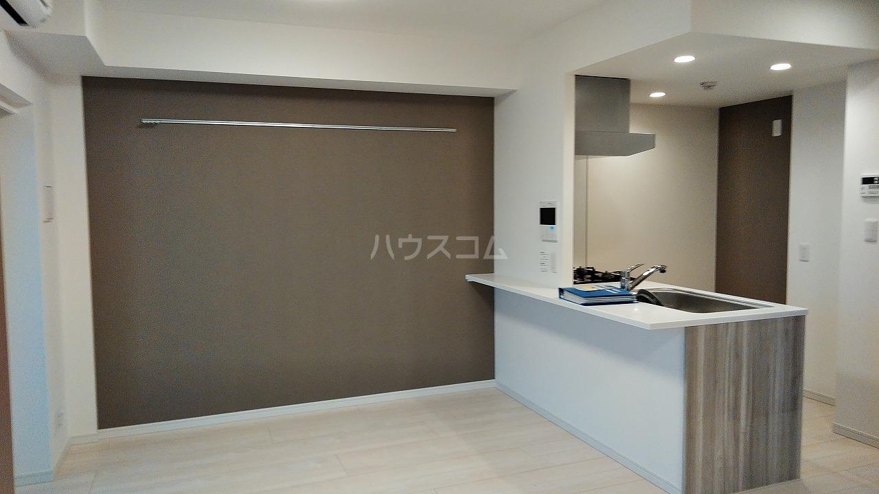 アジールコート新高円寺 707号室のリビング