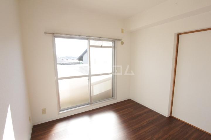 グランドールマンション 402号室の居室