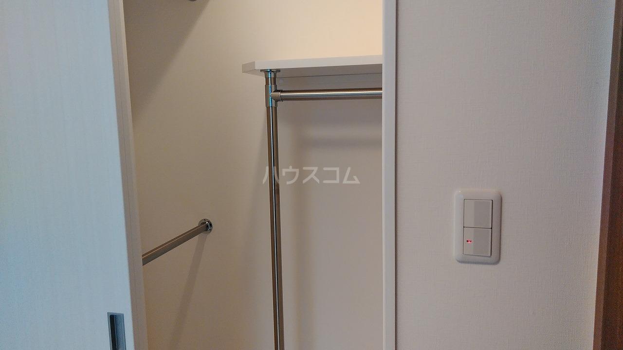 アジールコート新高円寺 1002号室の収納