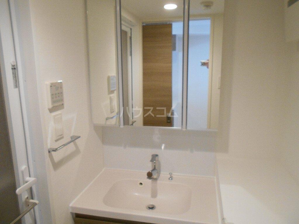 ソルレバンテ 102号室の洗面所