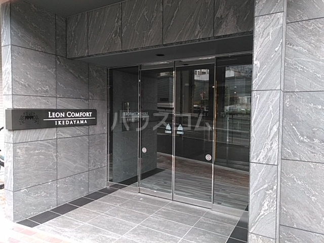 レオンコンフォート池田山 903号室のエントランス