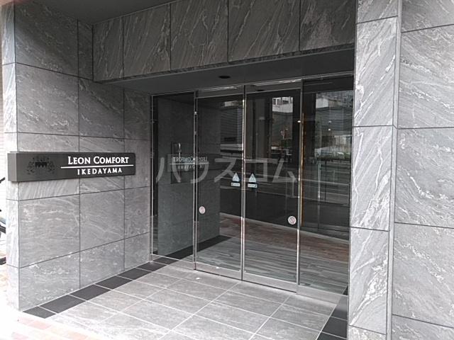 レオンコンフォート池田山 704号室のエントランス