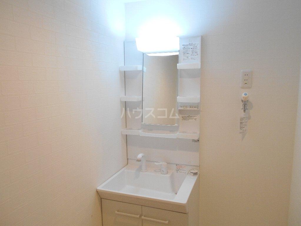 アトラス菊名 104号室の洗面所