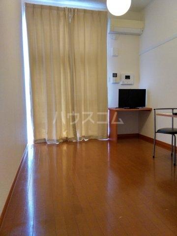 レオパレスKC 204号室のリビング