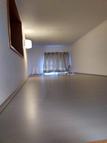 レオパレスKC 204号室のベッドルーム