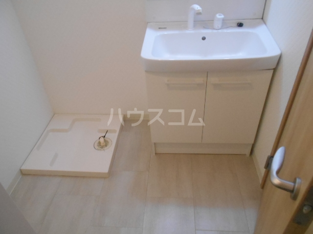 リバーサイド橋忠 2D号室の洗面所
