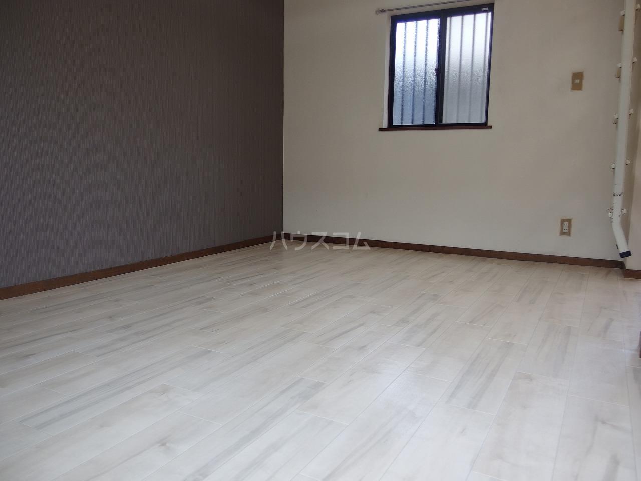 シャルマンハウス石田1号館 205号室のリビング