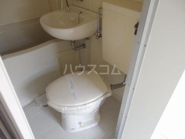 シャルマンハウス石田2号館 106号室のトイレ