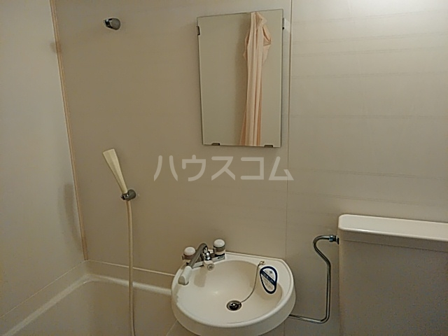 PISODE飯田 205号室の洗面所