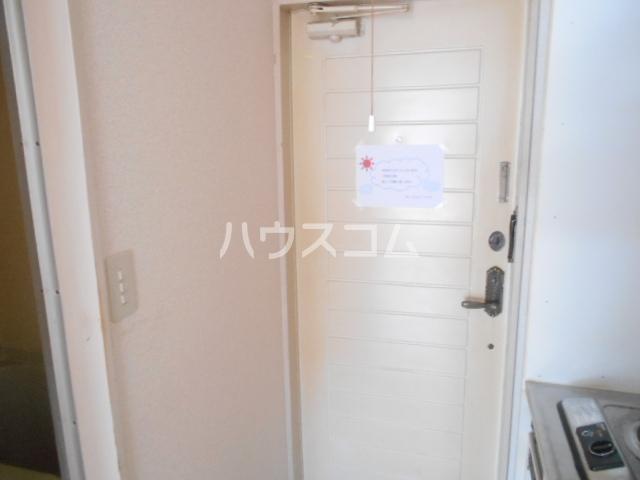 オレンジハイツ 103号室の玄関