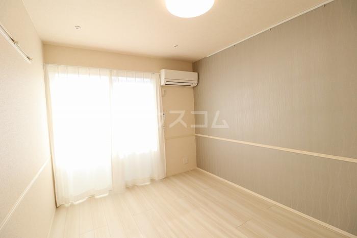 グラン・シャリオ F 102号室のベッドルーム