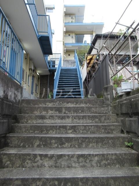 リチェモンテ向ヶ丘A棟 303号室のエントランス