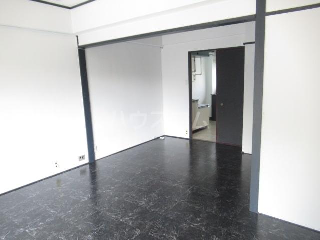 リチェモンテ向ヶ丘A棟 303号室の居室