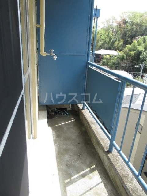 リチェモンテ向ヶ丘A棟 303号室のバルコニー