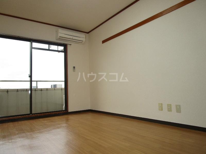 中沢シティハイツガーデン 515号室の居室