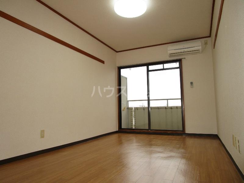中沢シティハイツガーデン 515号室のリビング