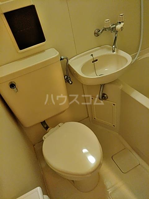 スカイピア亀有A 204号室のトイレ