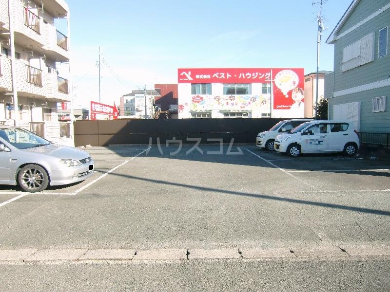 シャンブル永野 301号室の駐車場