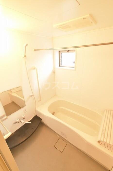 ヴィラージュ川入A 101号室の風呂