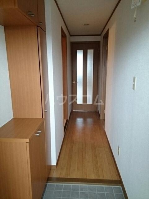 パルテール ヴィラ K 02020号室の玄関
