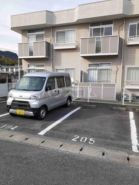 エルディム屋島 02050号室の駐車場