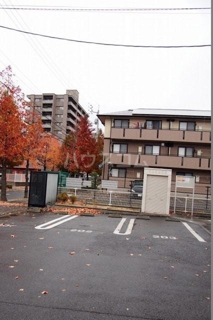 サニーハウス 02010号室の駐車場