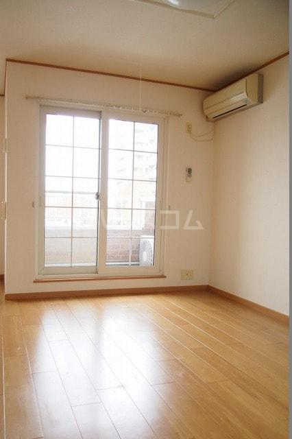 サニーハウス 02010号室のリビング