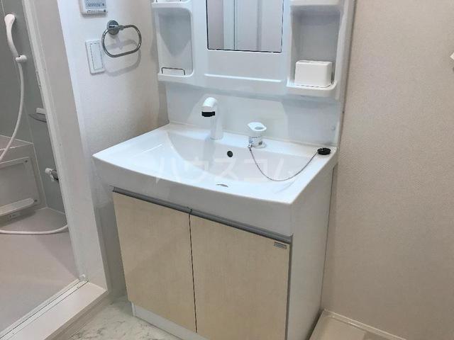 ダフネ 203号室の洗面所