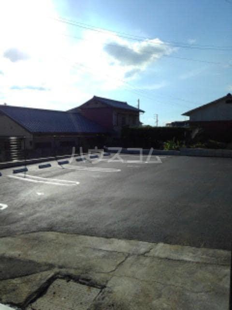 グレイスフル Ⅲ 02010号室の駐車場