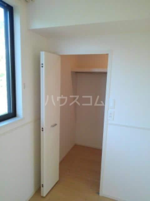 グレイスフル Ⅲ 02010号室の収納