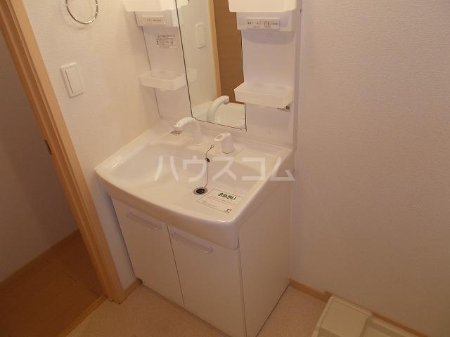ランドマーク・レーヴB 02020号室の洗面所