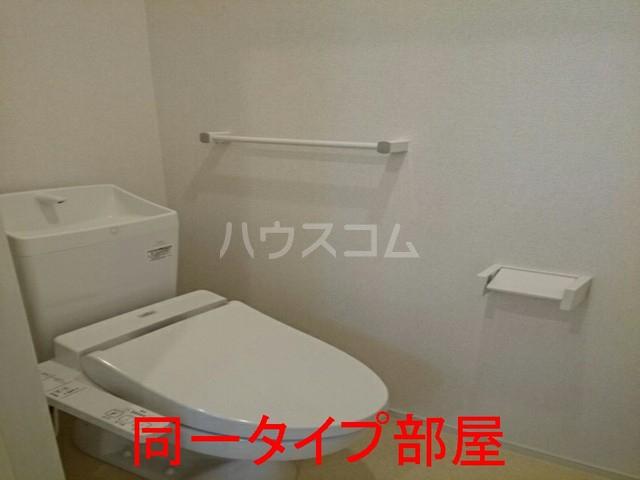 ウイステリアA棟 01020号室のトイレ