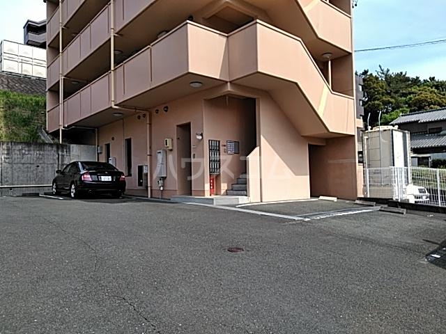 エルミタージュ 303号室の駐車場