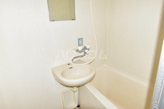 サンブライトマンション 301号室の洗面所