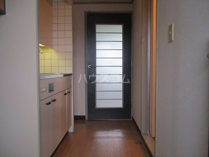 上島ロイドアパートC 201号室の玄関