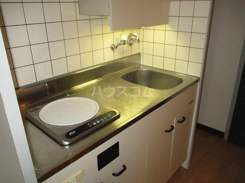 上島ロイドアパートC 201号室のキッチン