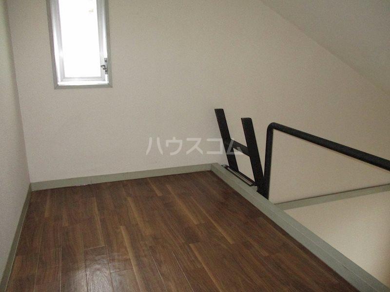 上島ロイドアパートC 201号室のベッドルーム