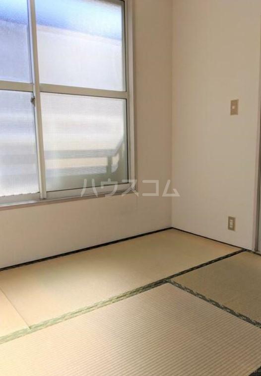 アメニティ・スウィート 202号室の居室
