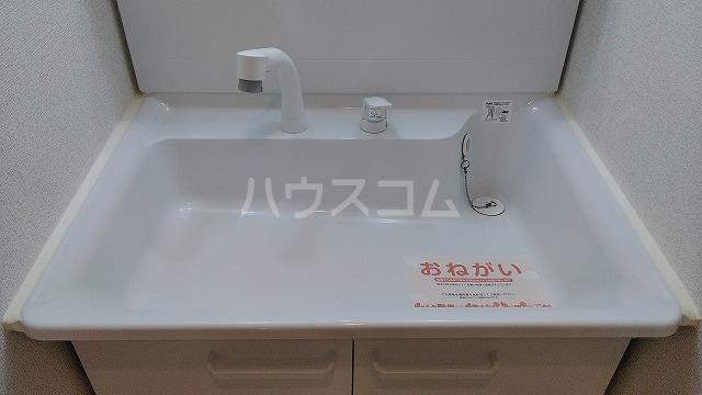 ノイ ブローテ 02010号室の洗面所