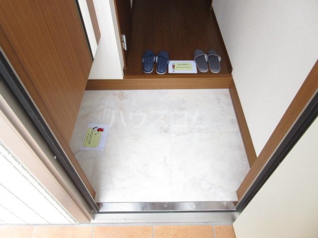 エル・ドラード B 102号室の玄関
